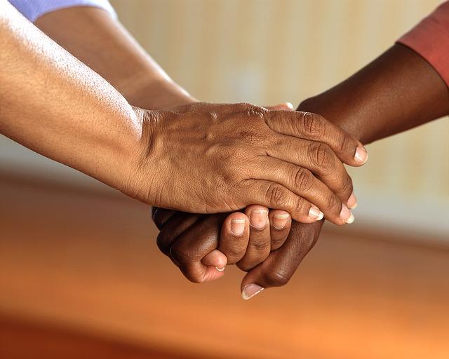 Soutien aux aidants : le gouvernement dévoile sa stratégie - IDDHEA